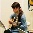 関葉子さん(アコギ)